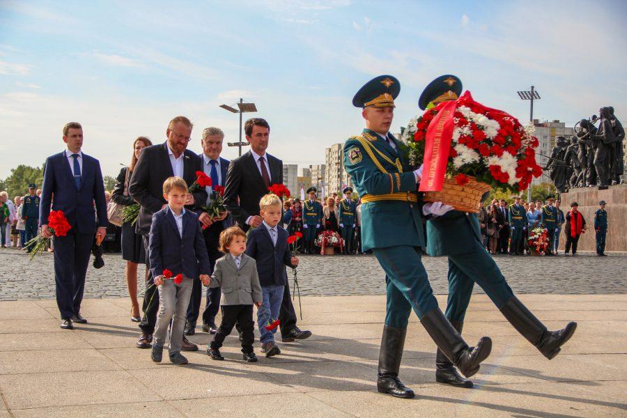 Возложение цветов на площади Победы. 8 сентября-3034